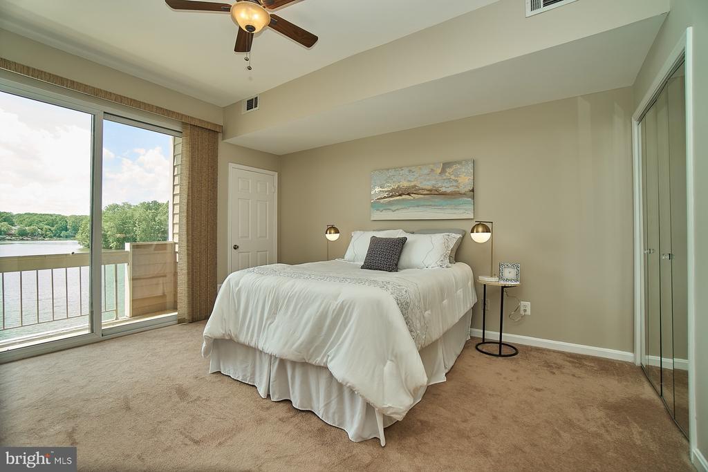 Spacious Master Bedroom - 11180 HARBOR CT, RESTON