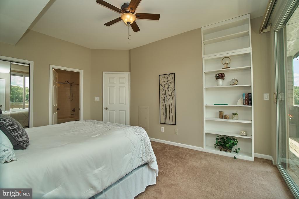 Master Bedroom with Walk-In Closet - 11180 HARBOR CT, RESTON