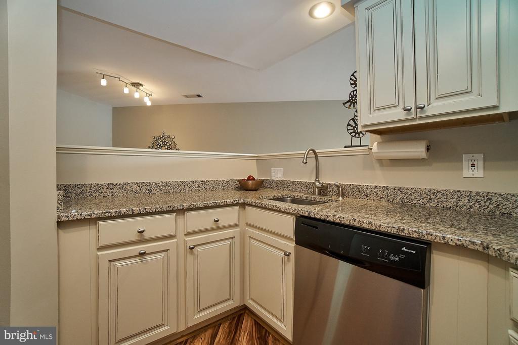 Renovated Kitchen - 11180 HARBOR CT, RESTON