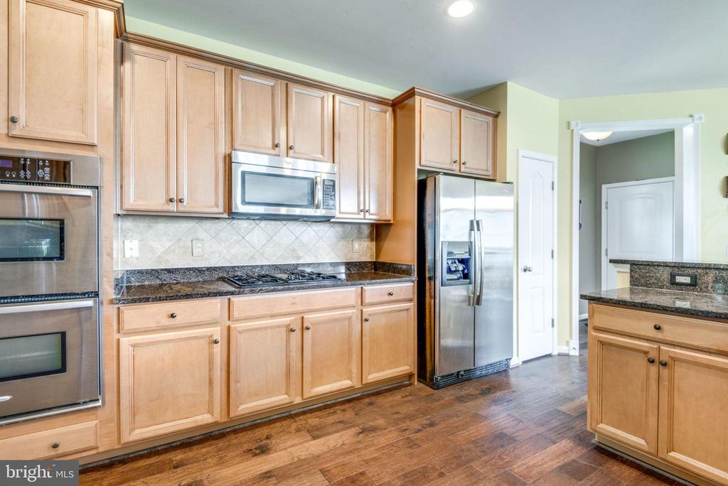 Double oven and gas cook top - 43172 FLEUR DR, LEESBURG