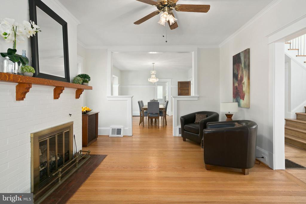 Refinished hardwoods and classic details abound - 801 N JACKSON ST, ARLINGTON