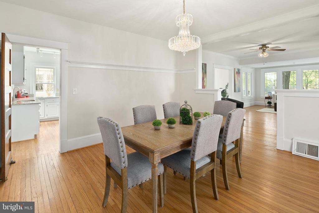 Room for entertaining. - 801 N JACKSON ST, ARLINGTON