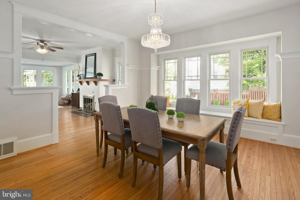 Dining room with lovely window seating! - 801 N JACKSON ST, ARLINGTON