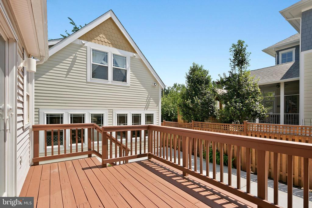 Deck off the family room - 801 N JACKSON ST, ARLINGTON