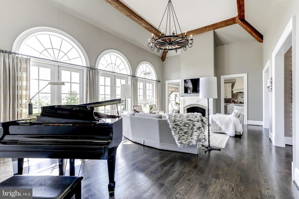 Gorgeous HW floors - 22883 CREIGHTON FARMS DR, LEESBURG