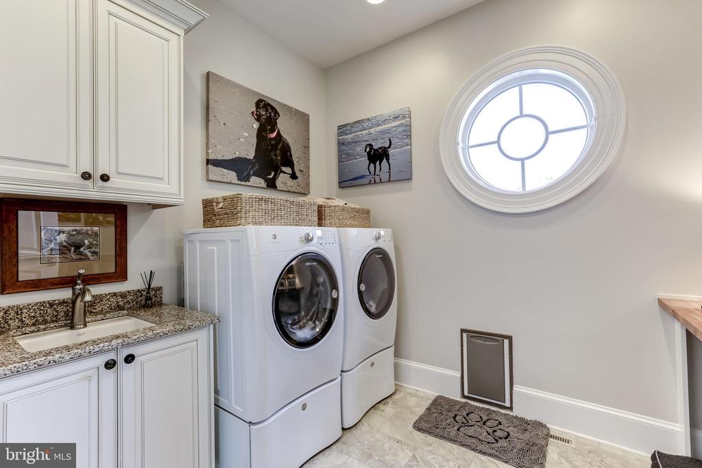 Main level Laundry Room - 22883 CREIGHTON FARMS DR, LEESBURG