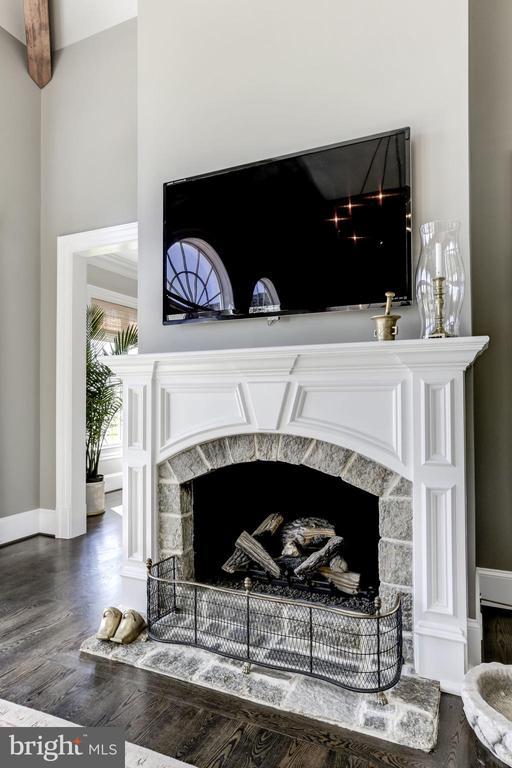 Fireplace - 22883 CREIGHTON FARMS DR, LEESBURG