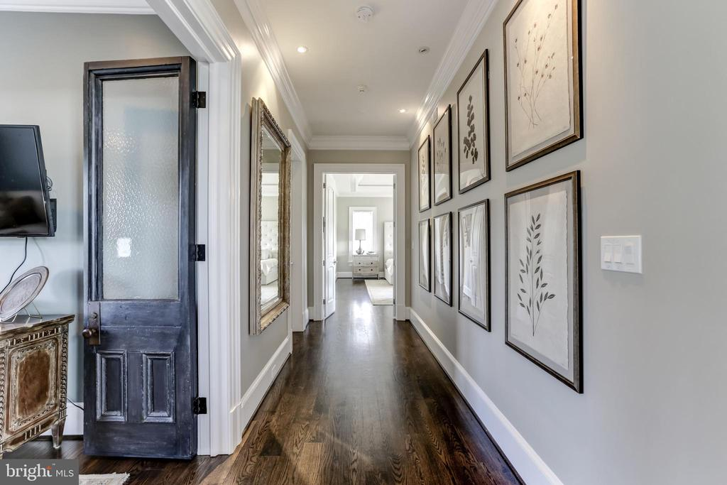 Hallway from great room to Master Suite - 22883 CREIGHTON FARMS DR, LEESBURG