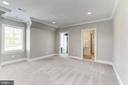 Au-Pair suite w/ Full Bath and walk in closet - 22883 CREIGHTON FARMS DR, LEESBURG