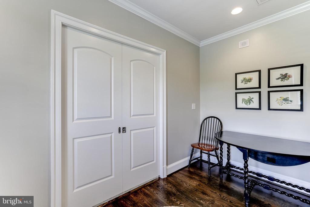 Entrance to Au-Pair suite bedroom - 22883 CREIGHTON FARMS DR, LEESBURG