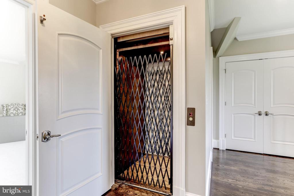 Elevator from basement to 2nd floor - 22883 CREIGHTON FARMS DR, LEESBURG