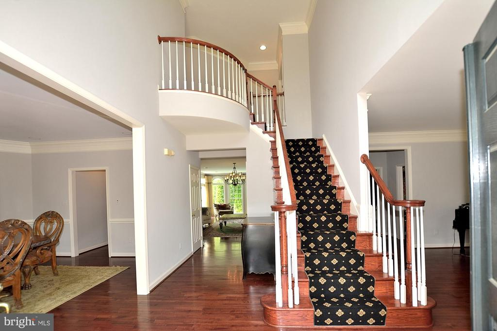 TWO STORY FOYER - 47233 MIDDLE BLUFF PL, POTOMAC FALLS
