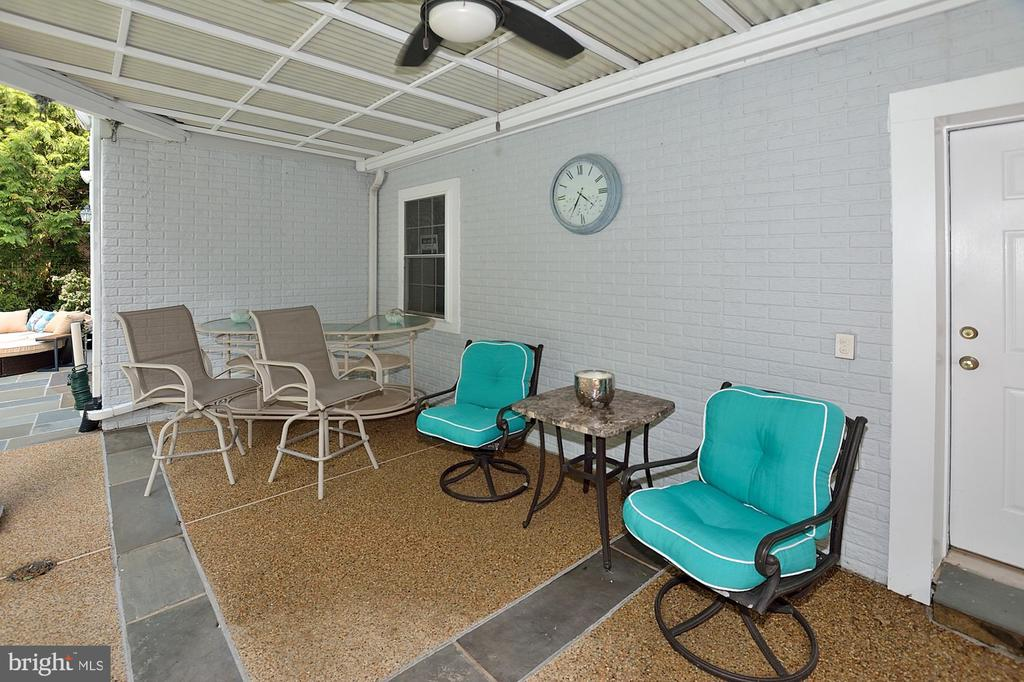 COVERED PATIO - 47233 MIDDLE BLUFF PL, POTOMAC FALLS