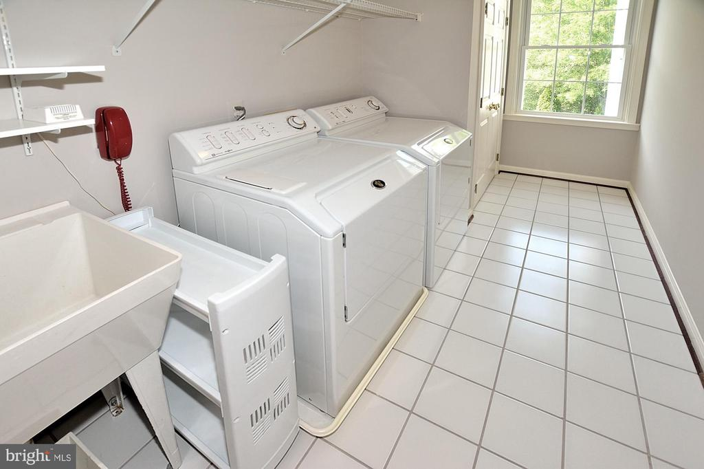 LAUNDRY - 47233 MIDDLE BLUFF PL, POTOMAC FALLS