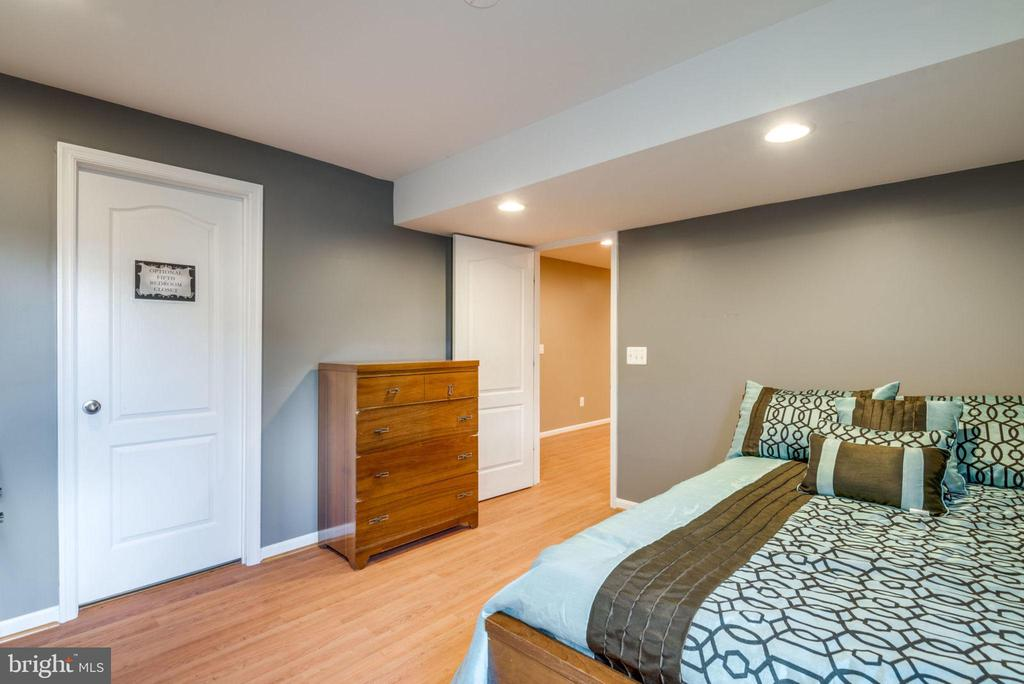 Build a closet and you have a Fifth bedroom - 43172 FLEUR DR, LEESBURG
