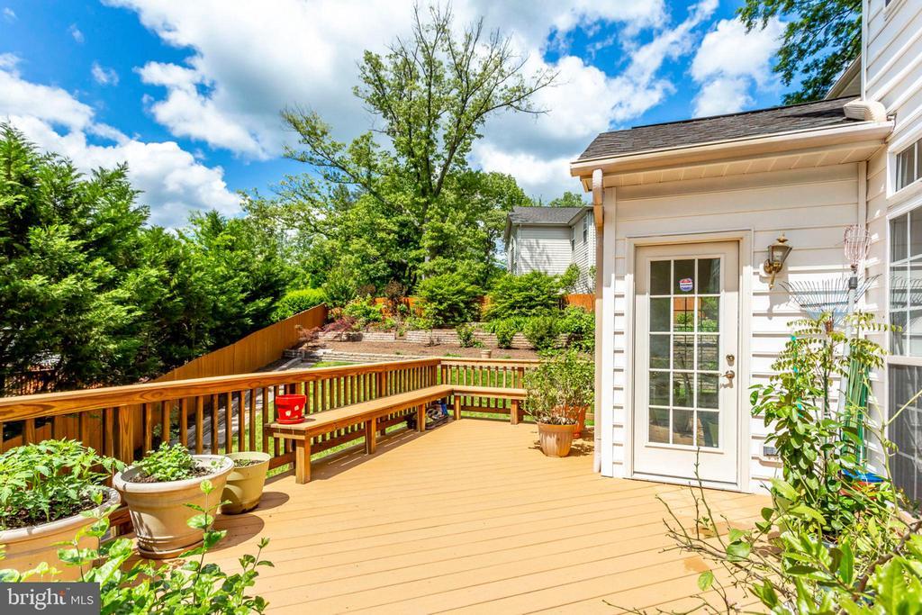 Large deck overlooks perfectly manicured yard. - 3813 NALLS RD, ALEXANDRIA