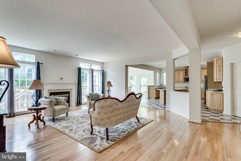 Open concept family room with gas fireplace - 3813 NALLS RD, ALEXANDRIA
