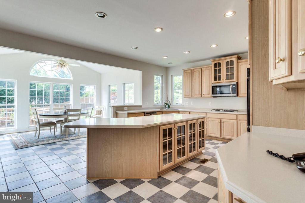 Kitchen opens to  sunny breakfast room - 3813 NALLS RD, ALEXANDRIA