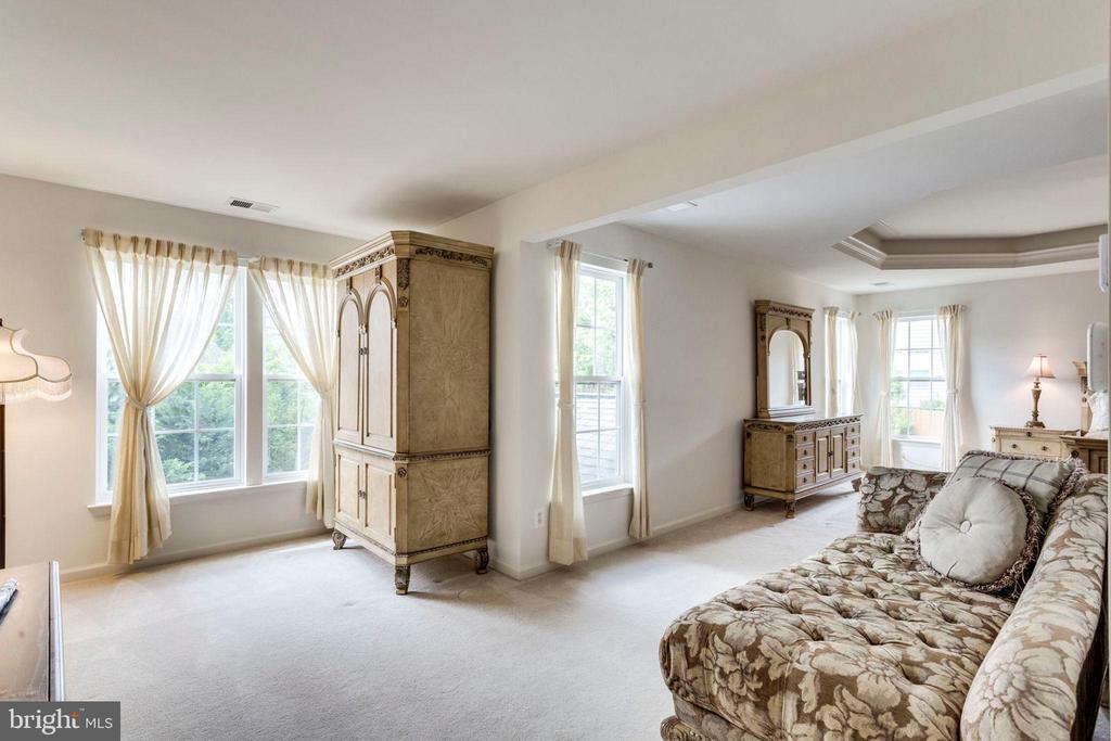 Master bedroom with sitting room - 3813 NALLS RD, ALEXANDRIA