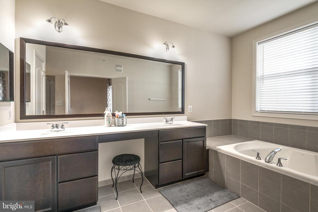 Upgraded Master Bath with Double Vanities - 23506 BELVOIR WOODS TER, ASHBURN