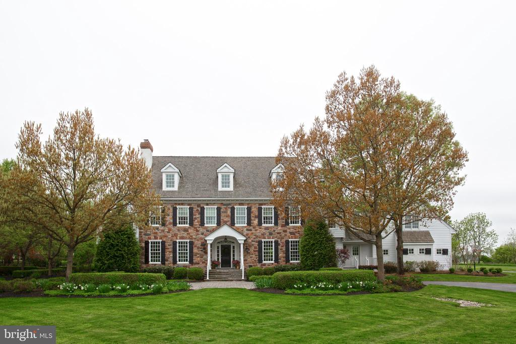 11  GREENBRIAR CIRCLE, Newtown, Pennsylvania