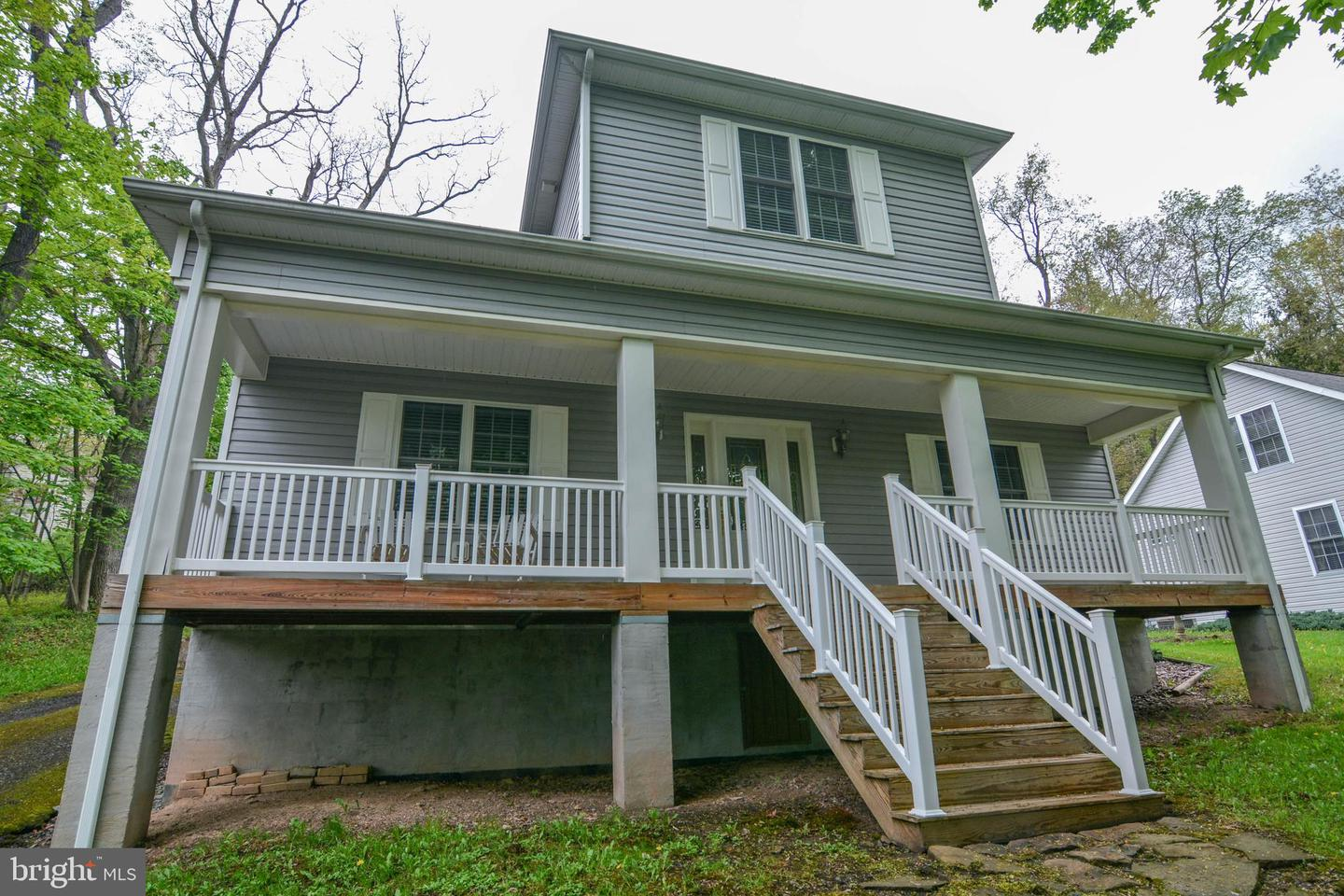 Single Family for Sale at 210 Hammond St Oakland, Maryland 21550 United States