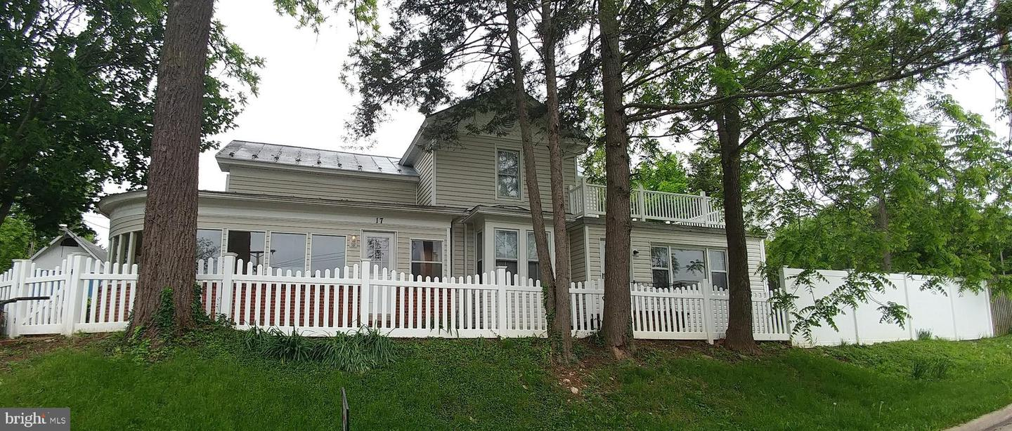 Single Family for Sale at 17 E Duck St Front Royal, Virginia 22630 United States