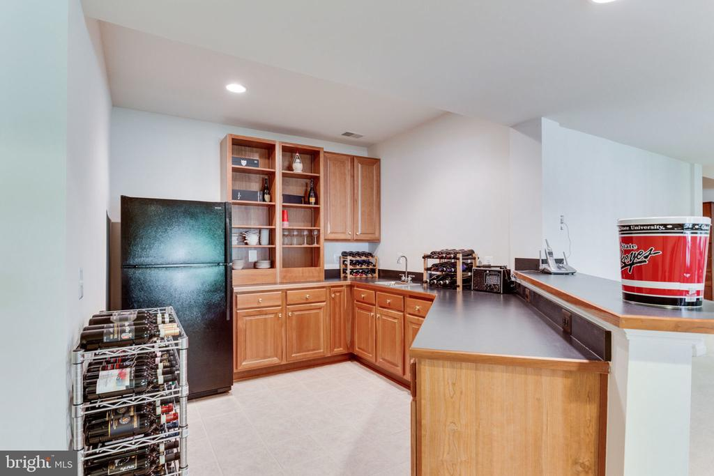 Game Room Bar with sink & dishwasher! - 3530 SAINT AUGUSTINE LN, OAKTON