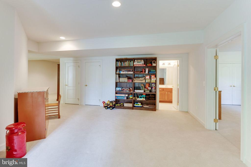 Media room with built-in audio! - 3530 SAINT AUGUSTINE LN, OAKTON