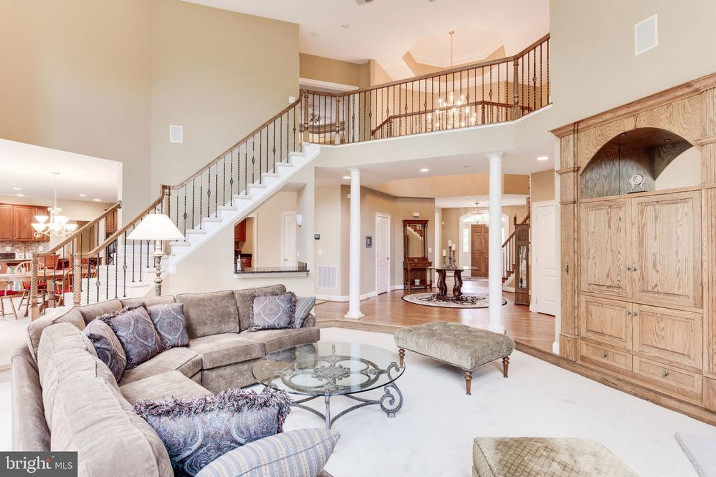 Family with back access to upper level! - 3530 SAINT AUGUSTINE LN, OAKTON