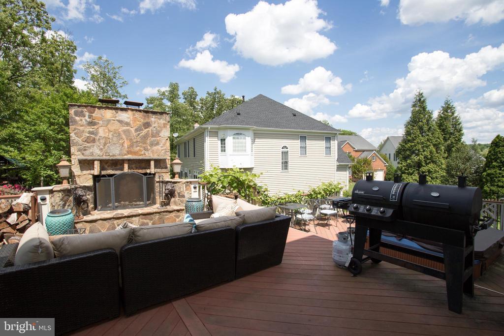 Large deck - 43122 ROCKY RIDGE CT, LEESBURG