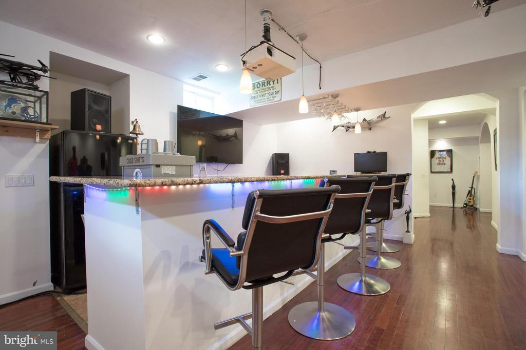 Basement bar - 43122 ROCKY RIDGE CT, LEESBURG