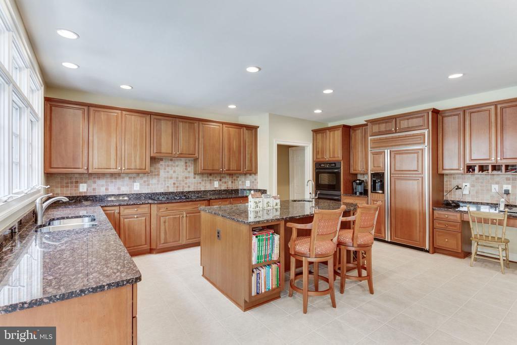 Kitchen! - 3530 SAINT AUGUSTINE LN, OAKTON