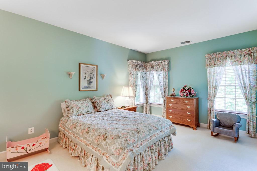 Spacious upper level Bedroom 4 - 3530 SAINT AUGUSTINE LN, OAKTON