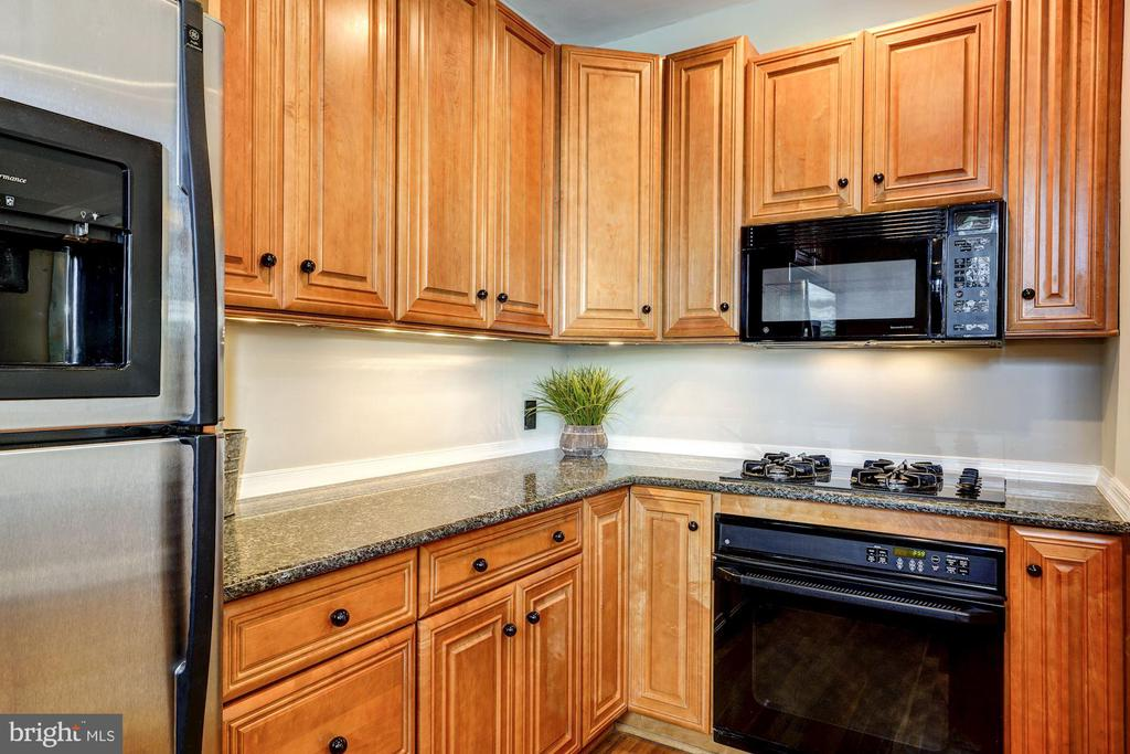 Gas Cook Top + Electric Oven - 3900 CONNECTICUT AVE NW #506-G, WASHINGTON
