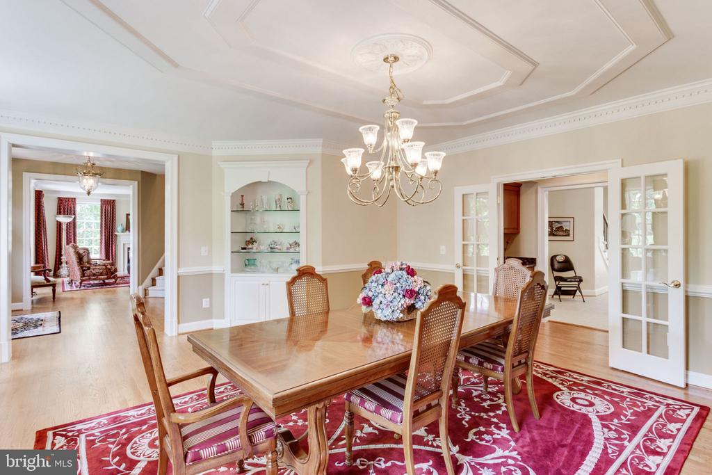 Formal Dining Rm with built-in cabinetry! - 3530 SAINT AUGUSTINE LN, OAKTON