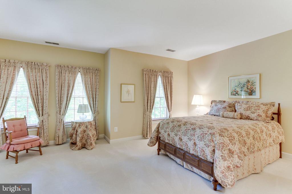 Spacious upper level Bedroom 2! - 3530 SAINT AUGUSTINE LN, OAKTON