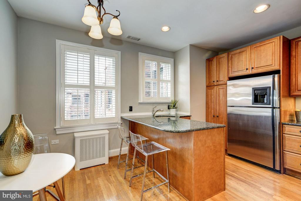 Renovated Eat-in Kitchen - 3900 CONNECTICUT AVE NW #506-G, WASHINGTON