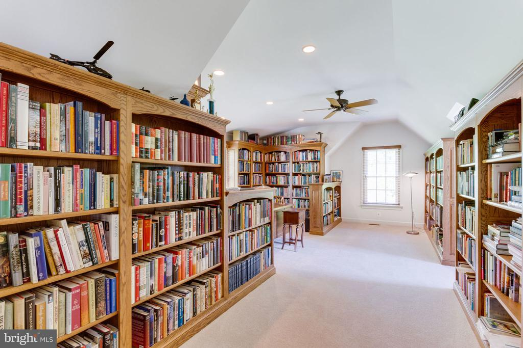 Spacious library above 2 car garage! - 3530 SAINT AUGUSTINE LN, OAKTON