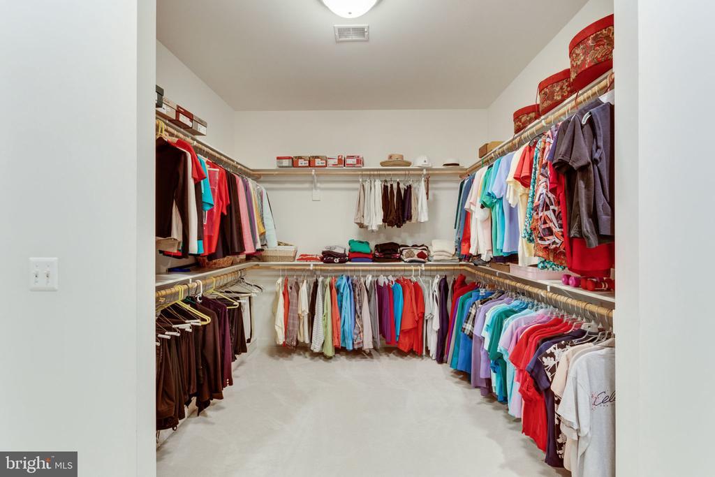 Master Closet! - 3530 SAINT AUGUSTINE LN, OAKTON
