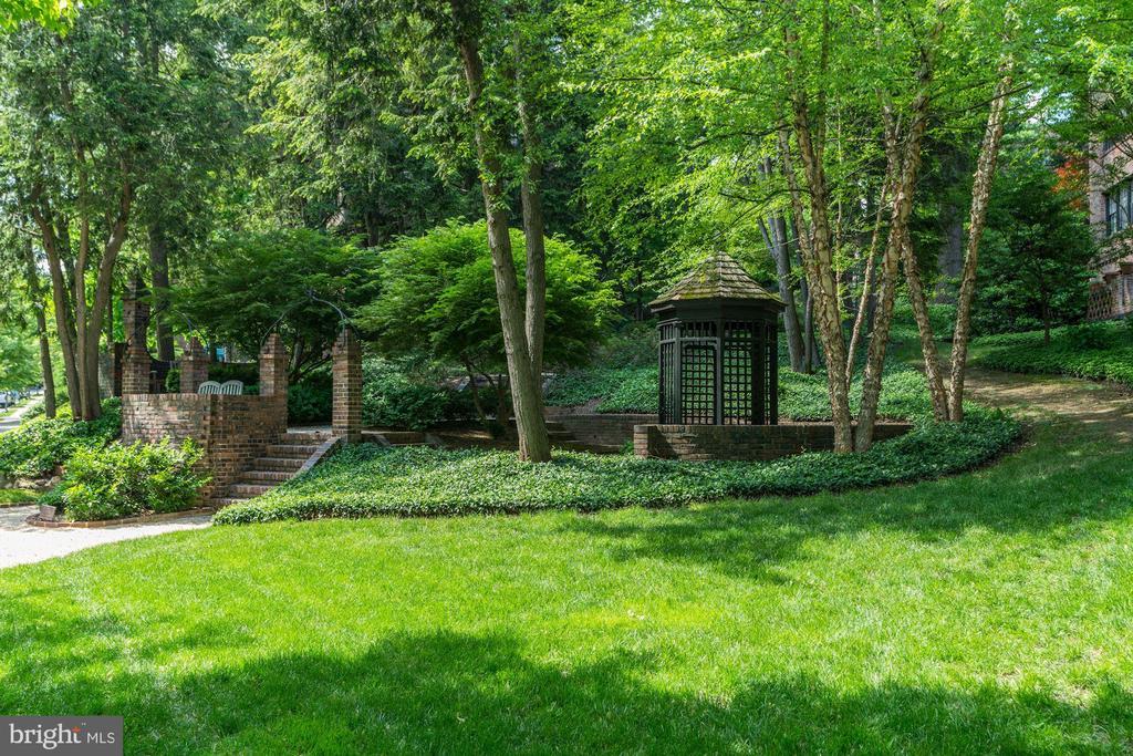 Landscaped Grounds - 3900 CONNECTICUT AVE NW #506-G, WASHINGTON