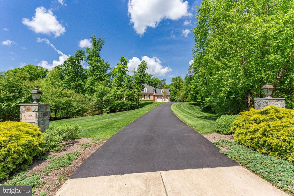 Private Driveway to Residence - 3530 SAINT AUGUSTINE LN, OAKTON
