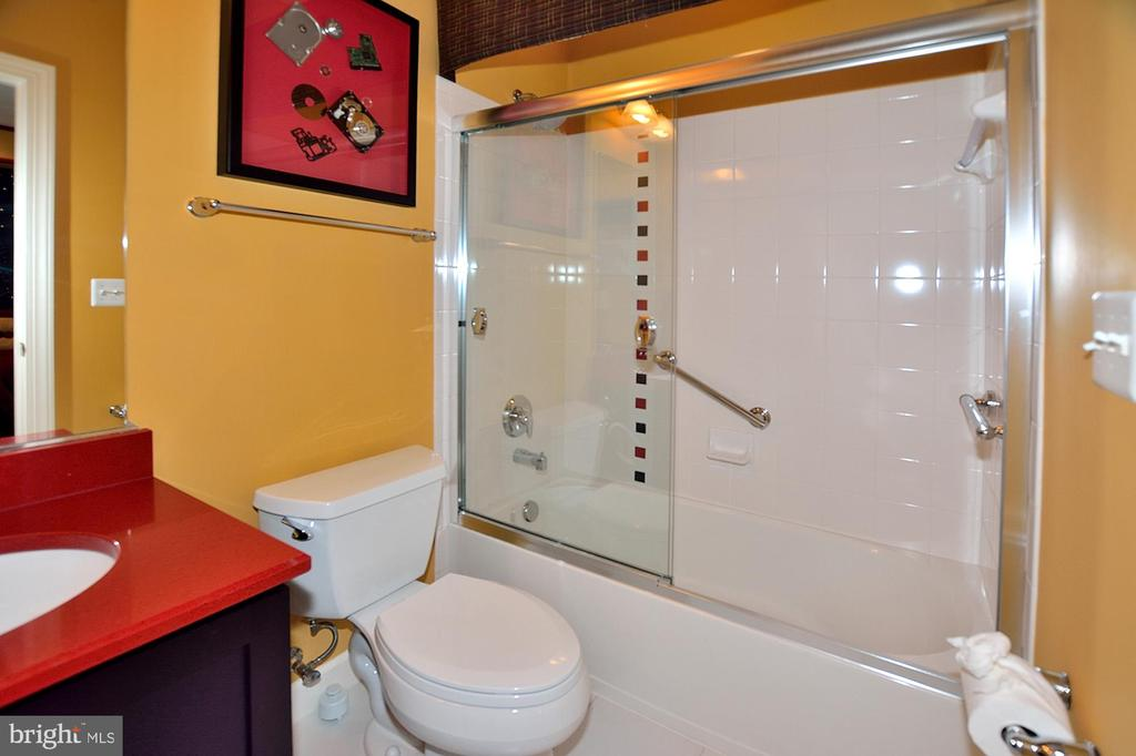 BEDROOM #2 BATH - 4653 AUTUMN GLORY WAY, CHANTILLY