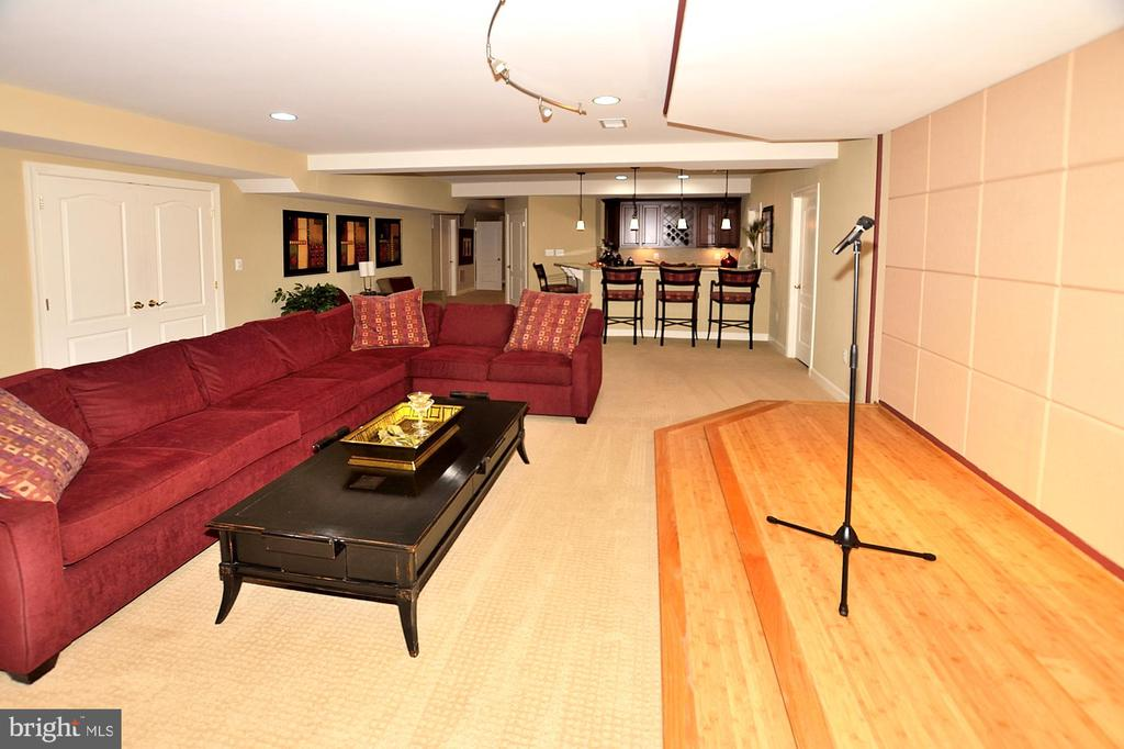 LOWER LEVEL GREAT ROOM - 4653 AUTUMN GLORY WAY, CHANTILLY