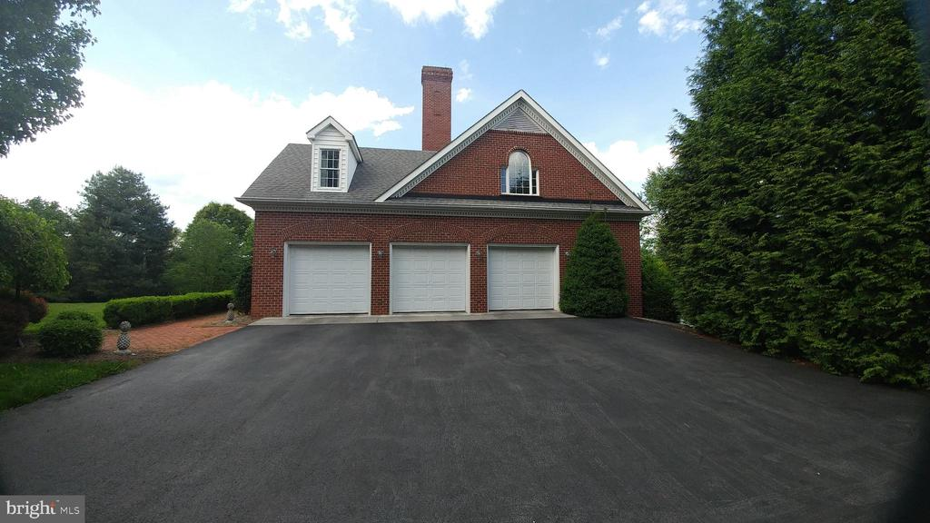 Side view of three car garage - 380 LOCUST DALE RD S, FRONT ROYAL