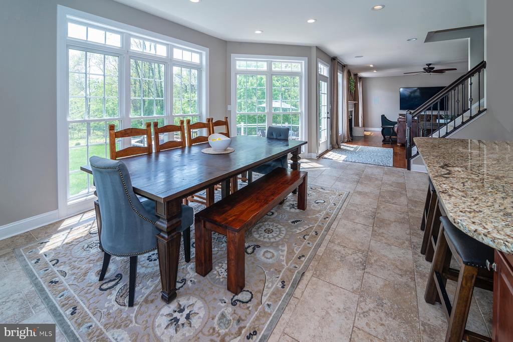 Eating area accommodates seating for 12+ - 17512 FLINT FARM DR, ROUND HILL