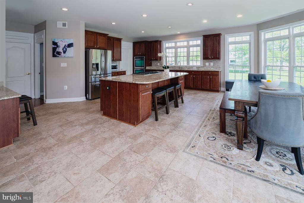 Huge kitchen!! All stainless appliances - 17512 FLINT FARM DR, ROUND HILL
