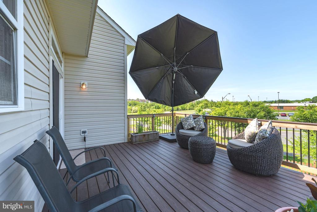 Enjoy the beautiful weather! Dine al fresco. - 1709 FAIRLEIGH CT NE, LEESBURG