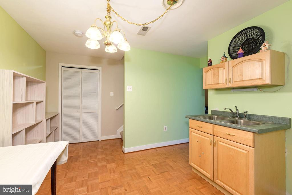 Lower level bar with sink and fridge - 1709 FAIRLEIGH CT NE, LEESBURG