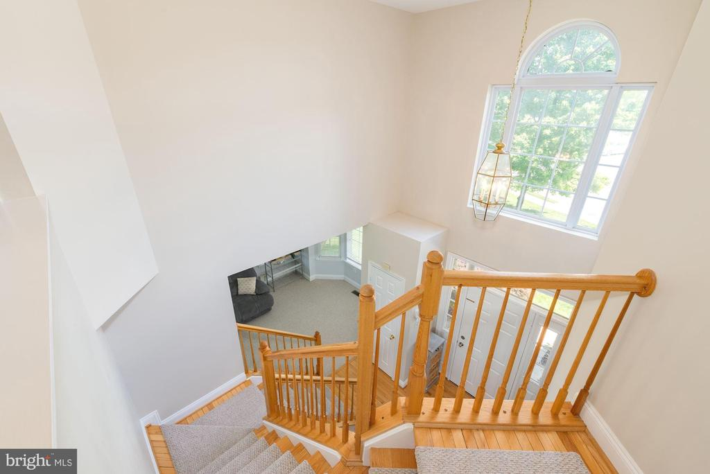 Upper level overlooking foyer - 1709 FAIRLEIGH CT NE, LEESBURG
